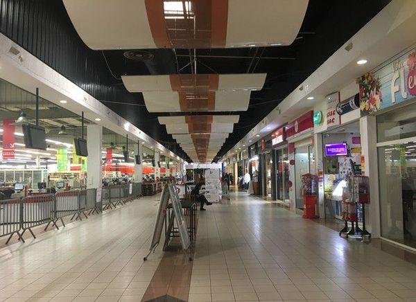 Centre commercial des Casernes Saint-Pierre liquidation 200619