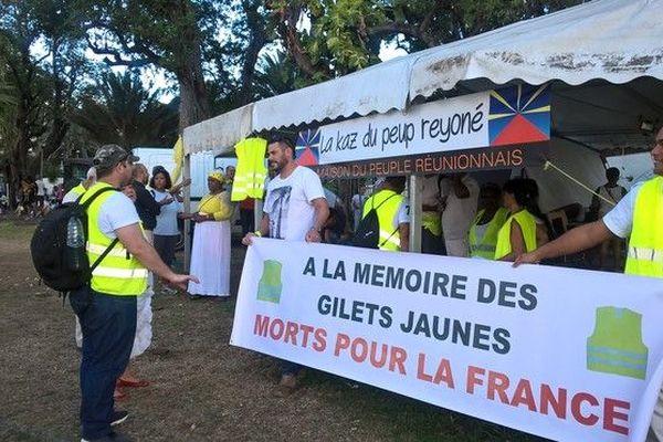 Gilets Jaunes rendent hommages aux victimes depuis le début du mouvement 110119