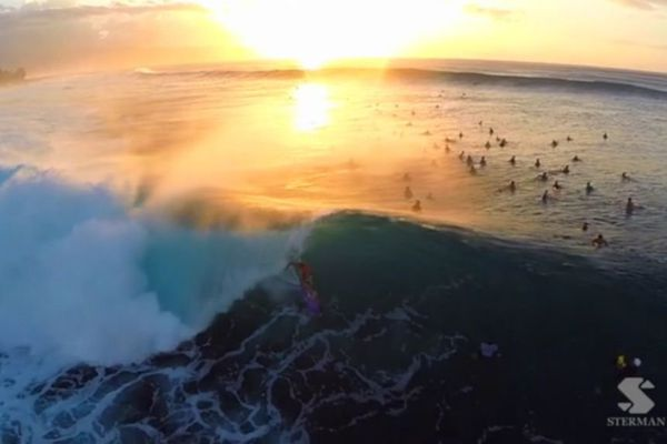 Surf par drone à Hawaii