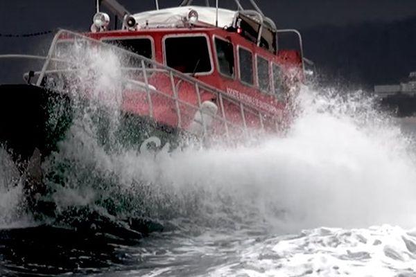 Bateau de sauvetage en mer
