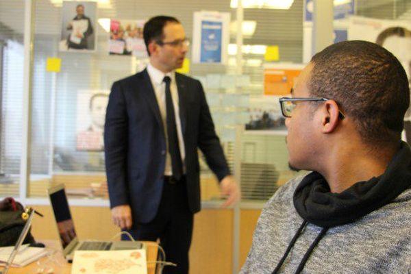 Porte-parole de Benoît Hamon, le Martiniquais Valentin Narbonnais est en campagne