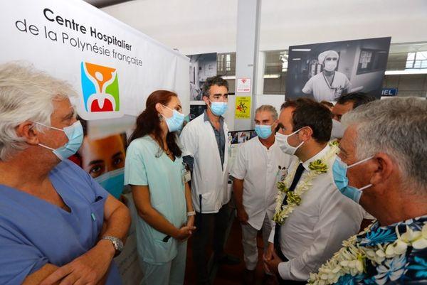 A l'hôpital, le ministre des Outre-mer insiste encore sur la vaccination