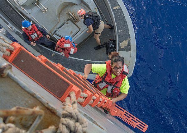 Bateau secouru dans le Pacifique
