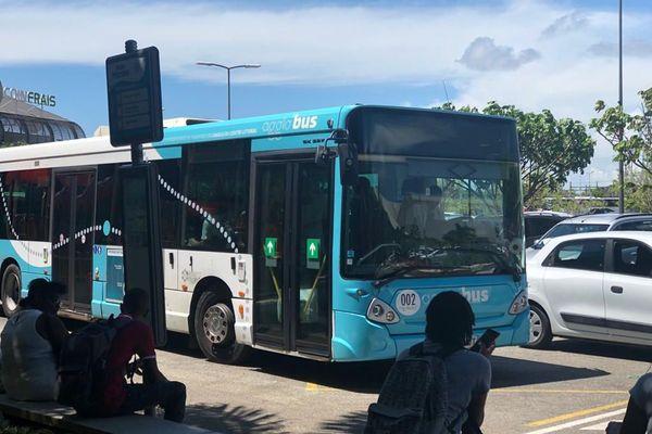 Bus de la ligne 2 de la Semop l'Agglo'Bus