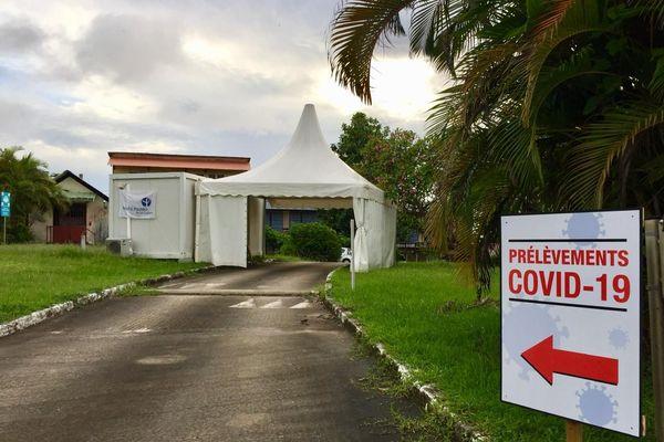 Un drive test Covid à l'institut Pasteur de Cayenne