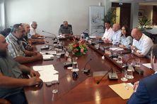 Après la première séance de travail officielle du 17e gouvernement - Joseph Manauté étant hors cadre de la photo.