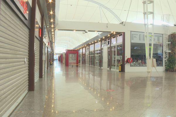 Galerie marchandise fermée à Rémire-Montjoly