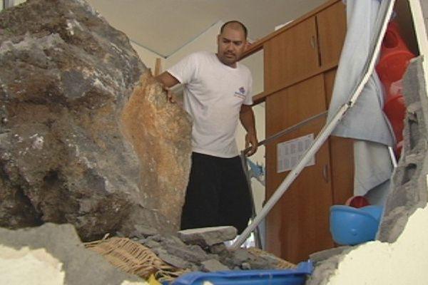 Rocher dans maison Paea