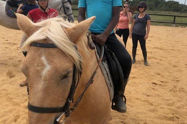 Thierno, 8 ans, s'inspire de son héros, le grand cow-boy justicier du film Wild Wild West interprété par Will Smith.