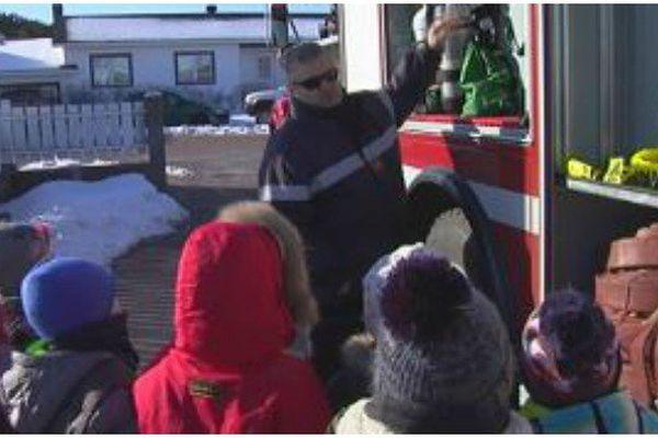 A Saint-Pierre, des pompiers dans les écoles maternelles