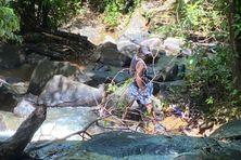 Opération nettoyage à la crique Fourgassier.