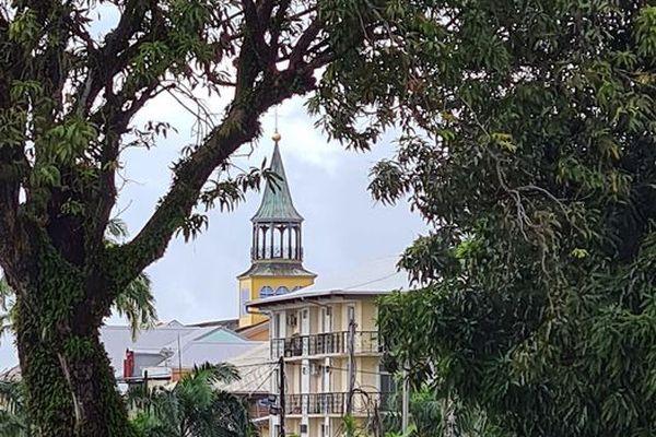 Le clocher de la cathédrale Saint-Sauveur de Cayenne