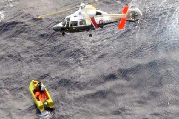 Sauvetage d'un poti marara aux Tuamotu