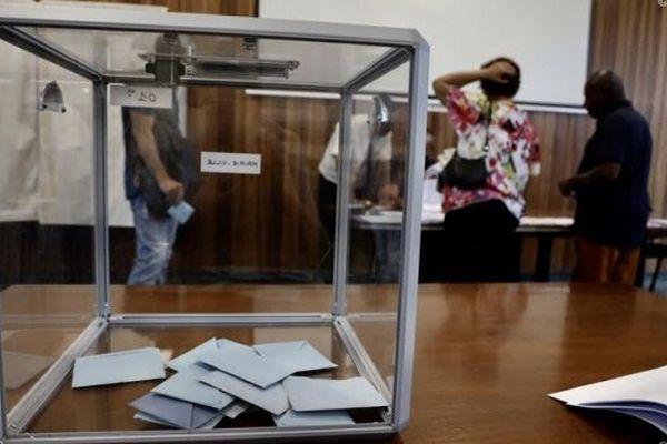 Elections : les régionales et départementales décalées au 20 et 27 juin