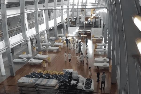 Situation critique en Polynésie : submergé, l'hôpital installe des lits dans le hall