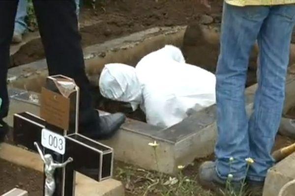 20141014 Exhumation