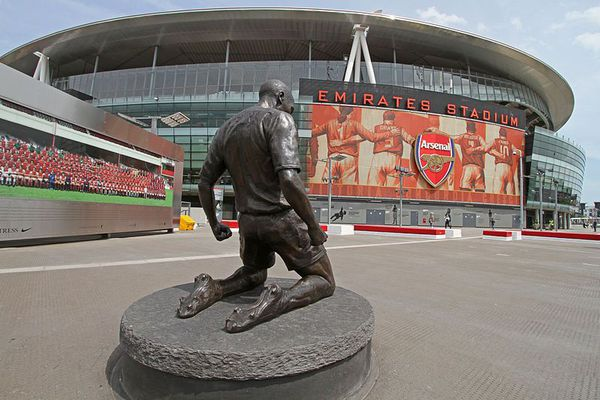 Statue de Thierry Henry devant Emirates Stadium