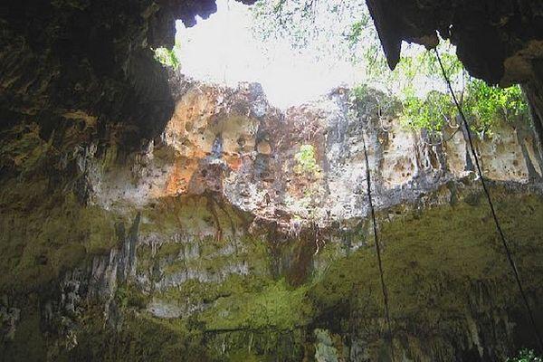 Grotte et ciel à Anjohibe