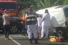 Le Samu et les pompiers portent secours à la victime du choc entre deux véhicules légers entre Mango Vulcin et le Vert-Pré (samedi 27 mars 2021)