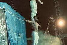 Acrobates du cirque Altantis en Martinique.