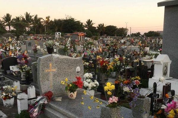 La Toussaint cimetière fleurs