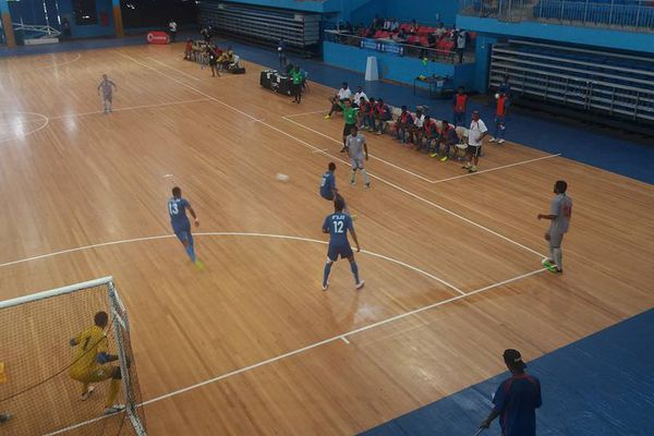La sélection calédonienne de futsal gagne son premier match.