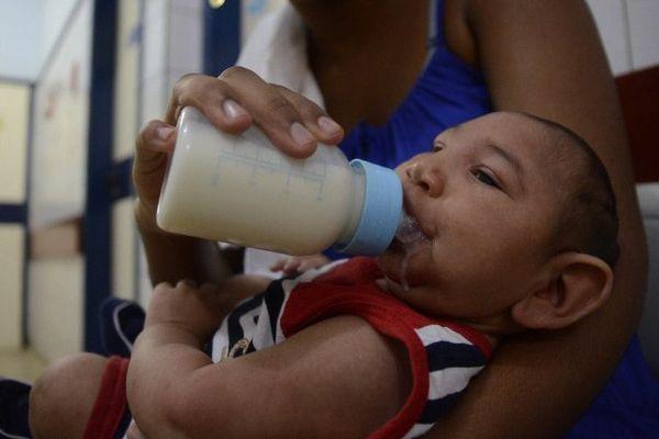 Bébé de cinq mois microcéphale au Brésil