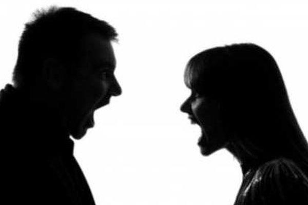 Le couple se déchire : le conjoint blessé au bras et à l'épaule
