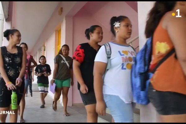 Retour à l'école dans les îles après un mois de confinement