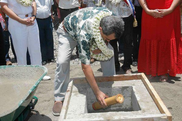 La 1ère pierre du collège de Teva I Uta est posée