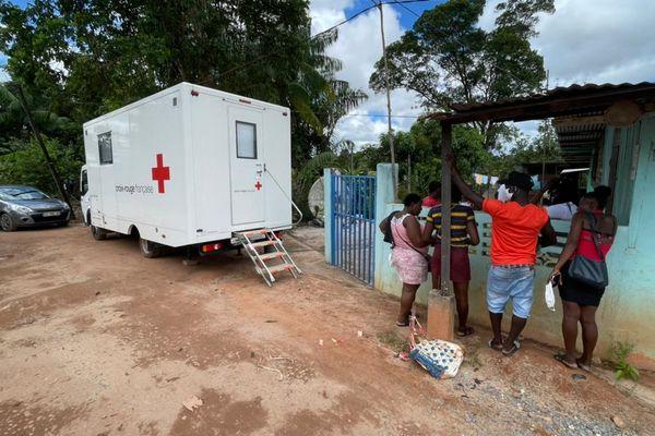 La Croix Rouge au coeur d'un quartier informel à Saint-Laurent, le village Malgache