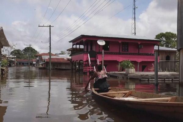 Inondations à Anama dans l'Amazonas