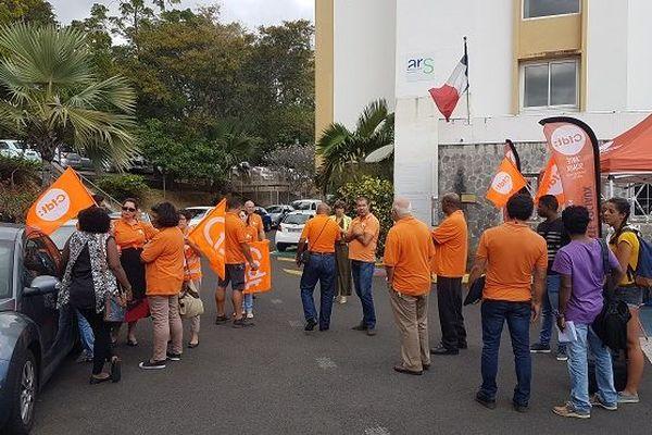 Les personnels hospitaliers devant l'ARS.