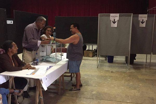 Vote deuxième second tour élections législatives centre socioculturel La Foa bis (18 juin 2017)