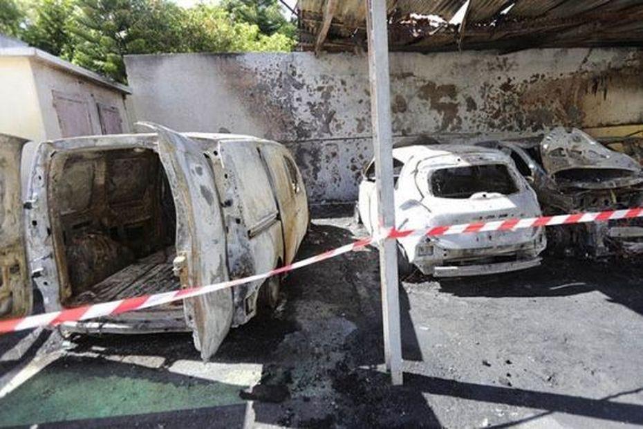 Saint-Paul : six véhicules de la mairie incendiés - Réunion la 1ère
