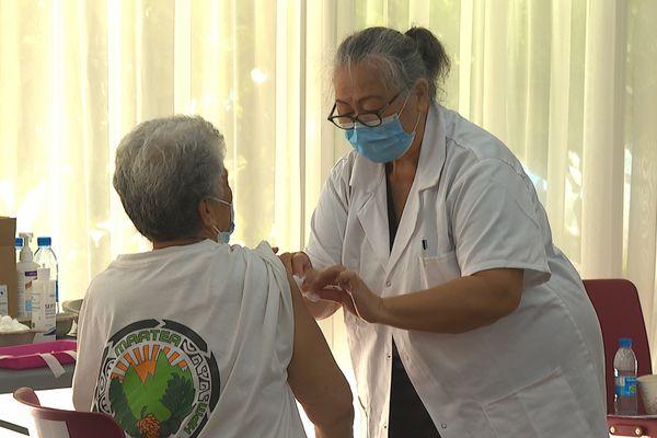 Vaccination : bientôt une 3e dose pour les personnes âgées de plus de 65 ans