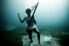 Coralie Balmy s'engage contre la pollution des oécans avec son association Coco and dlo.