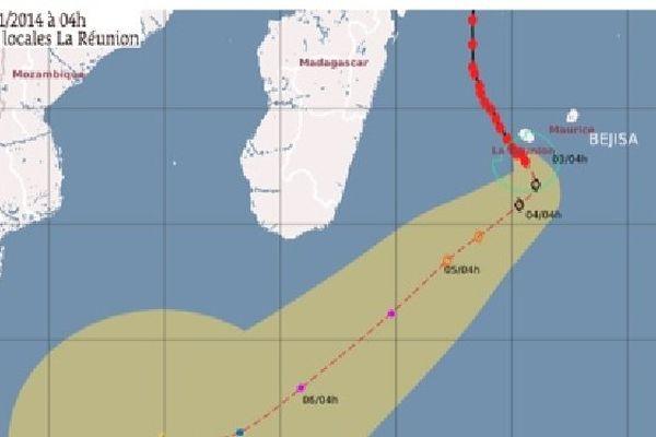 Bejisa à plus de 100 km au Sud de La Réunion s'éloigne