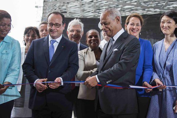 François Hollande inaugure le Mémorial ACTe aux côtés de Victorin Lurel, président de la Région Guadeloupe