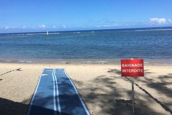 La plage du centre de Saint-Leu est interdite à la baignade.
