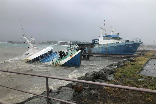 Un bateau coulé lors du passage du cyclone Niran