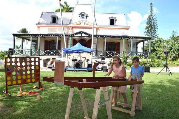 Photo jeux en bois enfants rendez-vous aux jardins château Hagen maison coloniale (3 juin 2017)
