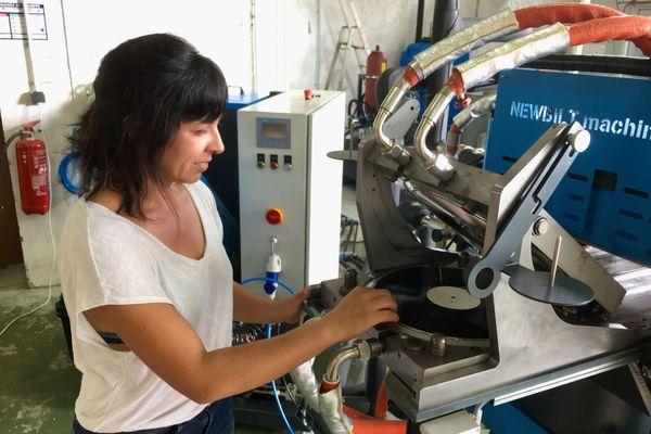Florence à l'oeuvre avec la presse hydraulique