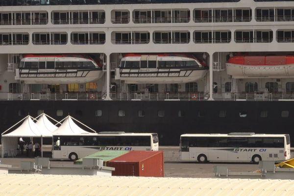 coronavirus bateau de croisière Azamara Quest accoste Le Port Est 290220