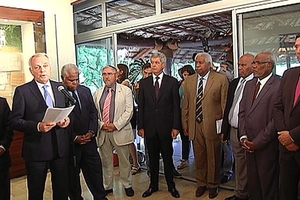 Jean-Marc Ayrault avec les représentants du Comité des Signataires