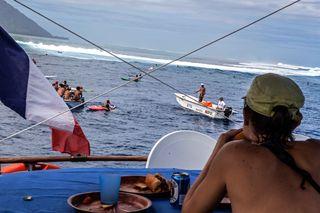 Une touiste pendant la Billabong Pro Tahiti 2014