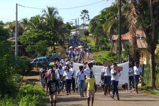 Marche blanche à Apatou