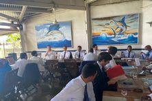 C'est dans un restaurant de Mamoudzou que les deux ministres ont rencontré les acteurs économiques de Mayotte.