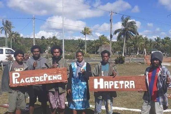 Des panneaux signalétiques sculptés en bois grâce aux jeunes