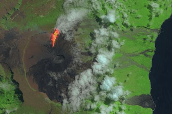 Eruption volcan satellite